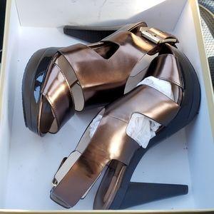 Michael Kors Carla Platform New! Size 7